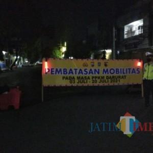 Jalan Utama di Lumajang Ditutup, Lampu Jalan Dipadamkan