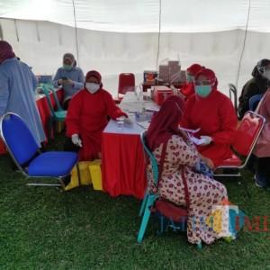 Ribuan Orang Ikuti Vaksinasi Massal yang Digelar Kodim 0808/Blitar
