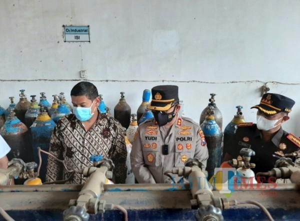 Walikota Kediri bersama Forkopimda mengecek ketersediaan oksigen.(eko arif s/Jatimtimes)