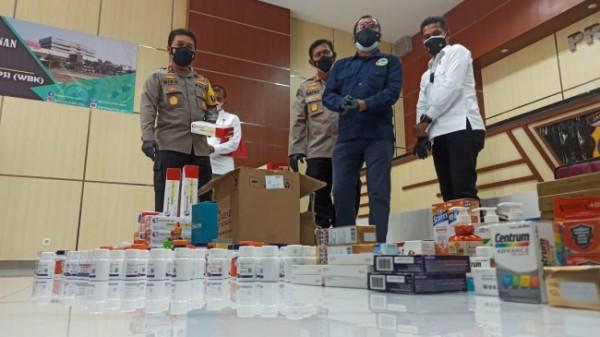 Press release Polda Jatim terkait ungkap penimbunan obat.
