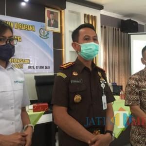 Dukung PPKM Darurat, Kejari Kota Batu Inisiatif Lakukan Pendampingan Penyaluran Bansos