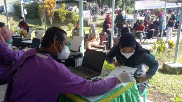 Vaksinasi Massal yang digelar Puslatpurmar-4 Purboyo untuk dukung upaya pemerintah tekan penyebaran covid-19 (Foto: Istimewa)