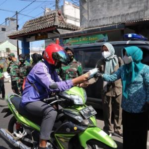 Berharap PPKM Darurat Berjalan Maksimal, Forkopimda Bagikan Ratusan Paket Masker