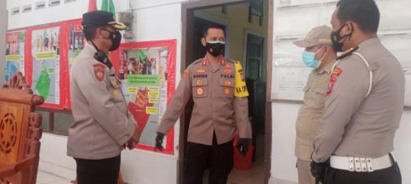 Kapolres Malang AKBP R. Bagoes Wibisono saat meninjau kesiapan safe house Kepanjen (Foto: Istimewa).
