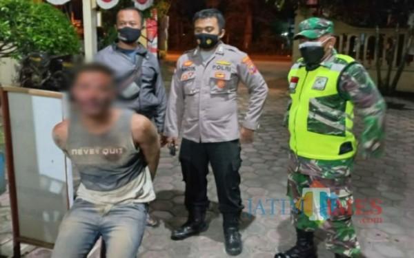 Pelaku CN saat diamankan petugas (Foto: Dokpol/ TulungagungTIMES)