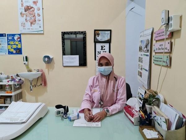 Salah satu dokter perorangan yang membuka layanan praktik yakni dr. Eka Nurlina. (Foto: BPJS Kesehatan Malang)