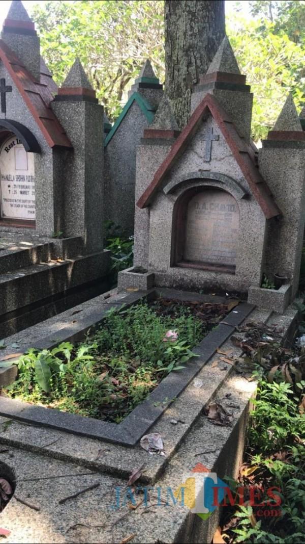 Tampak makam dari Dollyras Advonso Chavid yang terletak di TPU Nasrani Sukun, Kota Malang. (Foto: Imarotul Izzah/MalangTIMES)