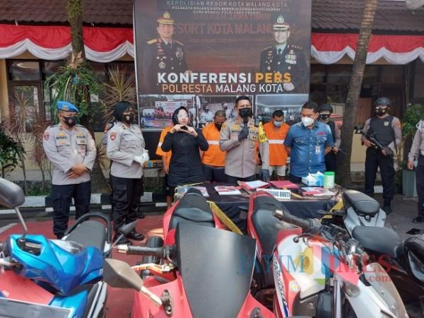Kapolresta Malang Kota AKBP Budi Hermanto saat rilis ungkap kasus pada Operasi Sikat Semeru 2021 di Mapolresta Malang Kota, Rabu (14/7/2021). (Foto: Tubagus Achmad/ MalangTIMES)