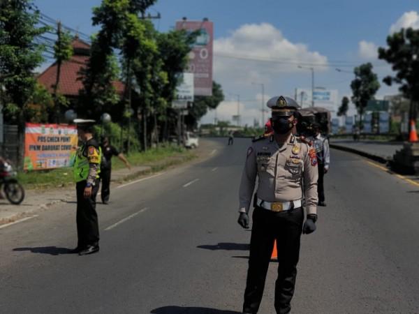 Kasatlantas Polres Malang AKP Agung Fitransyah saat meninjau lalu lintas di kawasan Kabupaten Malang (Foto: Istimewa).