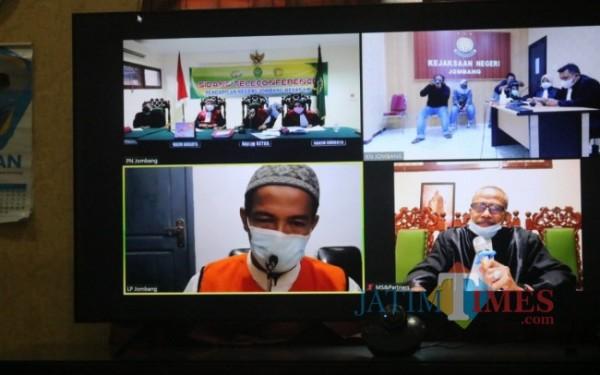 Proses sidang Kiai Subchan yang dilakukan secara virtual. (Foto : Adi Rosul / JombangTIMES)