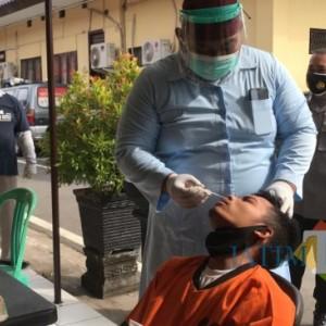 Putus Mata Rantai Penularan Covid-19, Seluruh Tahanan Polres Blitar Kota Jalani Swab Test Antigen