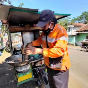 PPKM Darurat, Penjual Nasi Goreng di Gondanglegi Pindah Jam Operasi