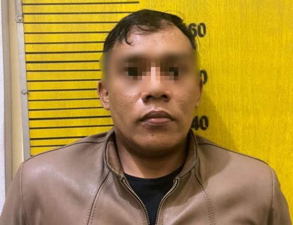 Pria asal Surabaya yang tertangkap petugas membawa sabu (Ist)