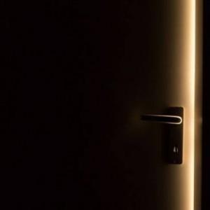 Sebelum Viral di Malang, Ketuk Pintu Misterius Telah Terjadi di Luar Negeri