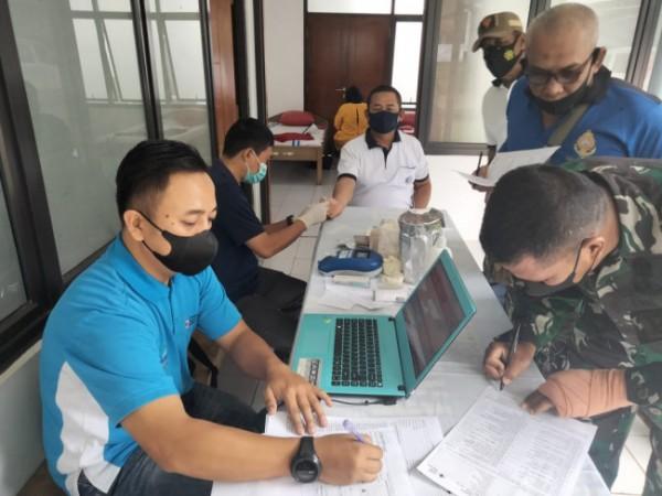 Personel Pusat Latihan Tempur Marinir (Puslatpurmar)-4 Purboyo menggelar kegiatan donor darah. (Foto: Istimewa)