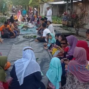 Warga Tuban Kompak Gelar Ritual Tolak Bala di Gang Kampung