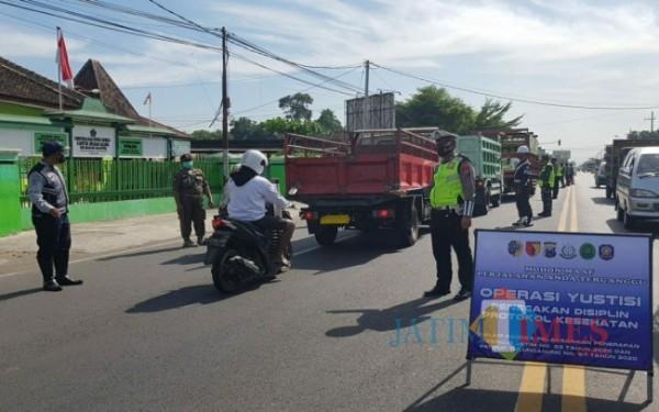 Salah satu kegiatan Operasi Yustisi di Tulungagung. (Foto: Anang Basso/ TulungagungTIMES)