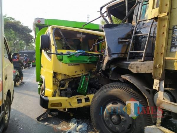Dua dari enam kendaraan yang terlibat kecelakaan beruntun (Foto : Satlantas Polres Lumajang)