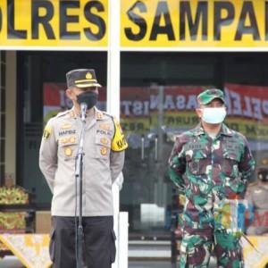 Kapolres Sampang Lepas Pendistribusian Bansos Darurat 5 Ton Beras dan Paket Sembako