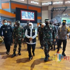 Apresiasi Serbuan Vaksinasi Covid-19 di Malang, Gubernur Khofifah Ingatkan Prokes 5M