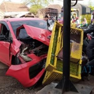 Ngebut, Truk Cabe Sebabkan Kecelakaan Beruntun