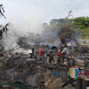 Tambang Minyak Sumur Tua Peninggalan Belanda di Hutan Bojonegoro Terbakar