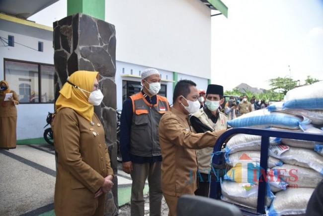 Bupati Lumajang Berangkatkan 13 Ribu Paket Bantuan Beras | Jatim TIMES