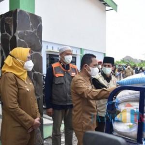 Bupati Lumajang Berangkatkan 13 Ribu Paket Bantuan Beras