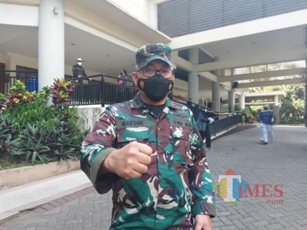 Dandekesyah Letkol Ckm dr Maksum Pandelyma SpOT saat ditemui awak media di Graha Cakrawala Universitas Negeri Malang, Minggu (18/7/2021). (Foto: Tubagus Achmad/MalangTIMES)