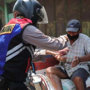 Polres Kediri Serahkan Daging Kurban secara Door to Door