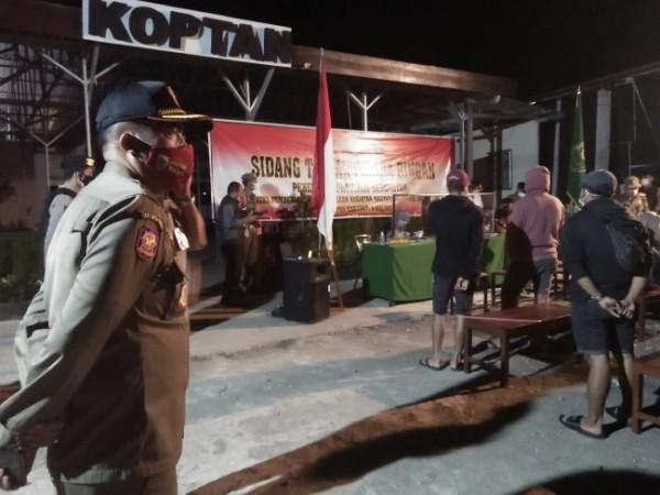 Sekretaris Satpol PP Kabupaten Malang, Firmando H. Matondang dalam operasi yustisi beberapa waktu lalu