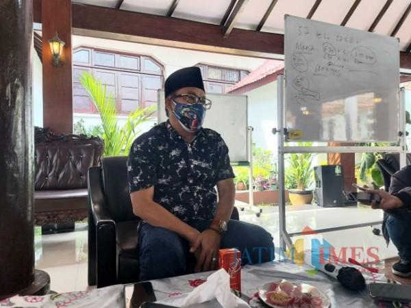 Wali Kota Malang Sutiaji ketika ditemui awak media di Gazebo Balai Kota Malang beberapa waktu lalu. (Foto: Tubagus Achmad/MalangTIMES)