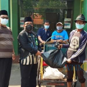 PPKM Darurat, Kemenag Tuban Berbagi Daging Kurban