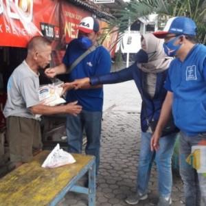 DPC Partai Demokrat Lumajang Berbagi Daging Kurban dan Sembako