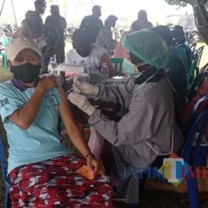 650 Warga Ikut Serbuan Vaksin TNI AU Lanud Abdulrachman Saleh di Senggreng
