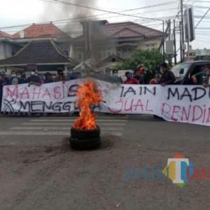 Tuntut Pemotongan Uang Kuliah Tunggal, Mahasiswa IAIN Madura Demo Rektor