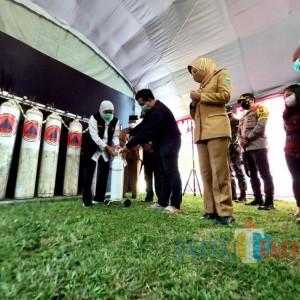 Gubernur Khofifah Resmikan Depo Isi Ulang Oksigen Gratis di Bakorwil Malang
