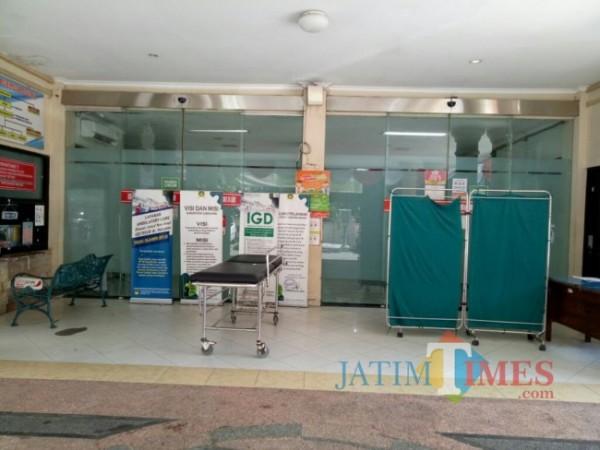 IGD Rumah Sakit dr. Haryoto masih ditutup sampai pagi ini, Senin 26/7 (Foto : Moch. R. Abdul Fatah / JatimTIMES)