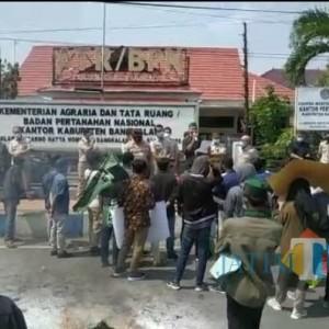Aktivis HMI Demo BPN Bangkalan, Anggap Pengurusan Sertifikat Lama