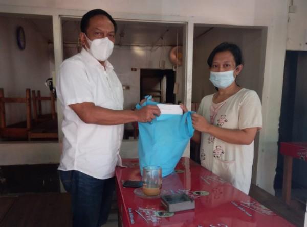 Vita saat dikunjungi Wakil Ketua Komisi A DPRD Surabaya Anas Karno