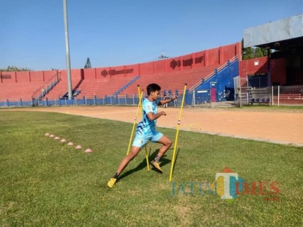 Womderkid Persik Kediri Jordan Zamorano saat berlatih di stadion Brawijaya. (ist)
