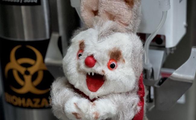 Boneka kelinci buruk rupa