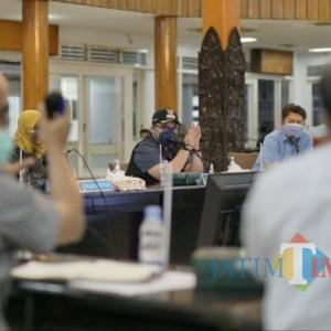Peningkatan Kasus Covid-19 Fluktuatif, Bupati Kediri Gelar Rapat Pembentukan Rumah Sakit Darurat Sementara