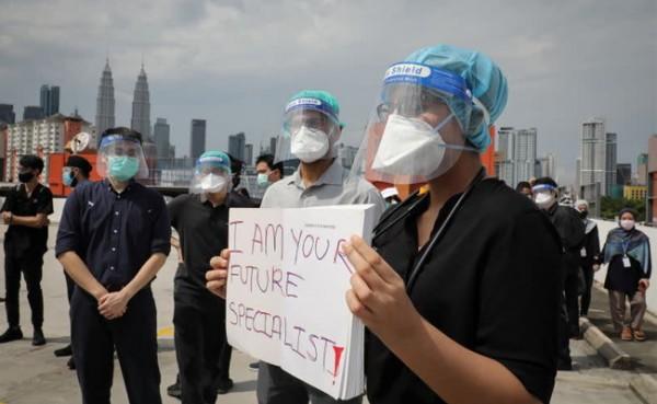 Dokter di Malaysia mogok kerja (Foto: Yahoo News Singapore)