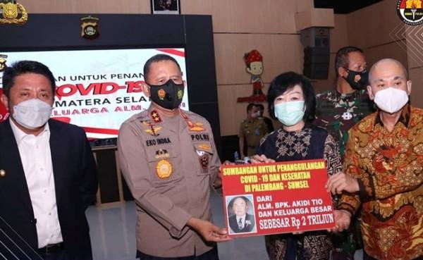 Keluarga Akidi Tio Sumbang Rp 2 triliun untuk penanganan covid-19. (Foto: Instagram @polisi_sumsel)