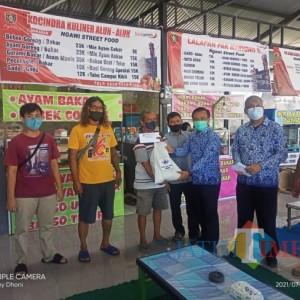 Pedagang Street Food Ngawi Dapat Bantuan Beras dan Uang