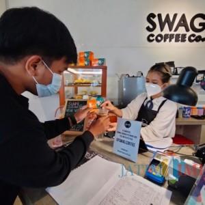Bagi Yang Sudah Vaksin, Swag Cafe Gratiskan Satu Gelas Es Kopi dan Vitamin C