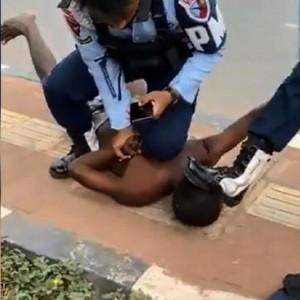 Viral Oknum TNI AU Injak Kepala Warga Papua hingga Jadi Trending Twitter, Warganet: Pecat & Penjarakan