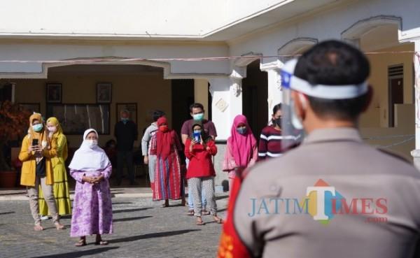 Beberapa pasien konfirm Covid-19 saat melakukam aktivotas pagi beberapa saat lalu di hotel Mutiara Baru.