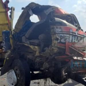 Akibat Oleng di Jalan, Damp Truck Hantam Puso di Madiun